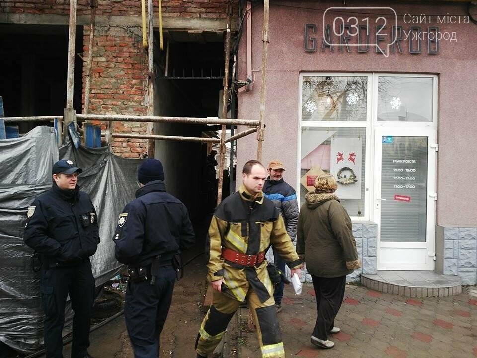 В Ужгороді на Петефі - пожежа: чоловік розпалив багаття посеред будинку (ФОТО), фото-5