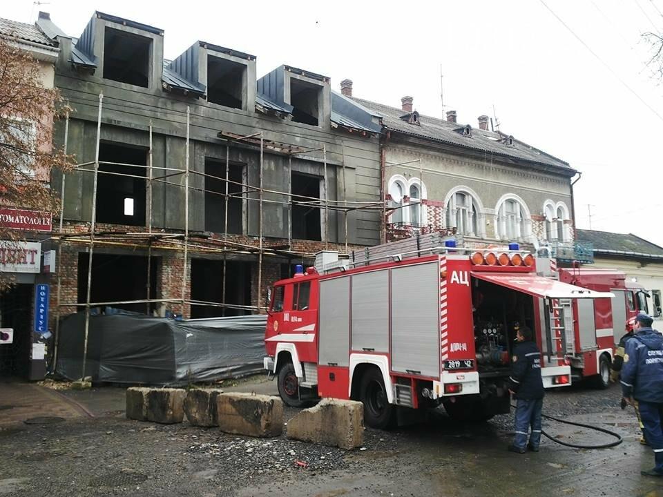 В Ужгороді на Петефі - пожежа: чоловік розпалив багаття посеред будинку (ФОТО), фото-4