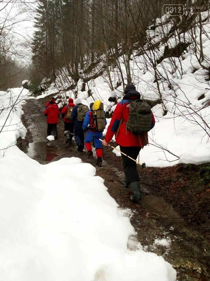 На Закарпатті рятувальники добу шукали лижника з Києва, який заблукав на Свидовці: фото, фото-3