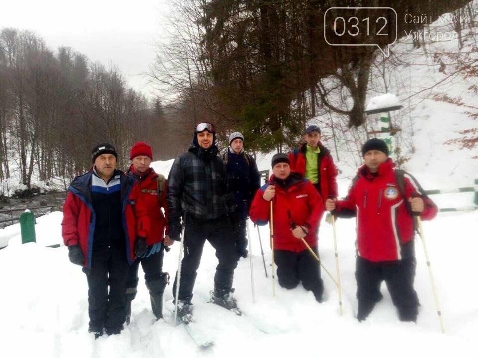 На Закарпатті рятувальники добу шукали лижника з Києва, який заблукав на Свидовці: фото, фото-6