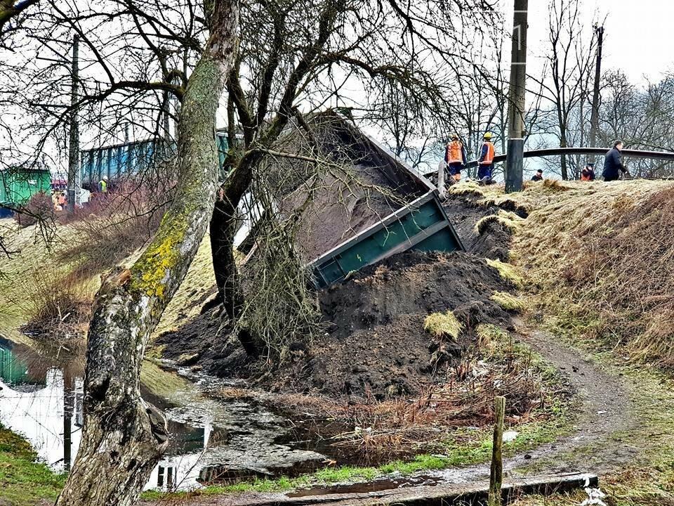 На Закарпатті з рейок з'їхав вантажний потяг (ФОТО, ВІДЕО), фото-14