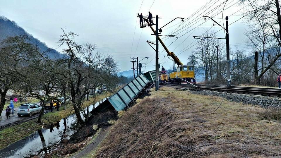На Закарпатті з рейок з'їхав вантажний потяг (ФОТО, ВІДЕО), фото-8