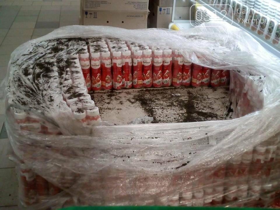 В одному з ужгородських супермаркетів продають йогурти разом з болотом: фото, фото-1