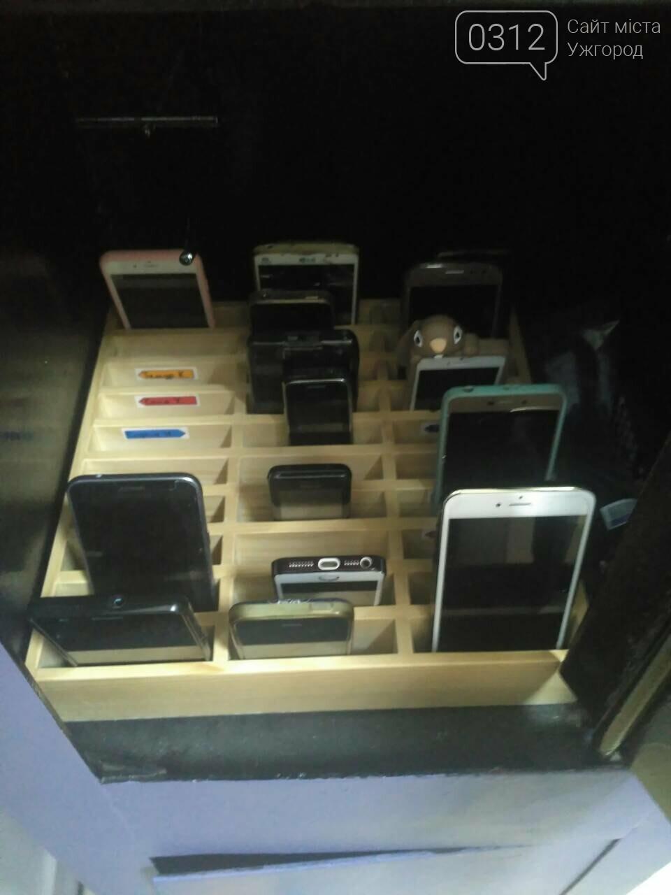 Експеримент триває: в ужгородській ЗОШ №3 телефони учнів ховають у сейф (ФОТО), фото-2