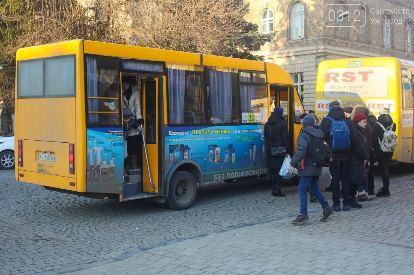 Проблема №15/22: в Ужгороді пасажири півтори години чекають на «маршрутку», а потім скидаються на таксі (РЕПОРТАЖ), фото-1