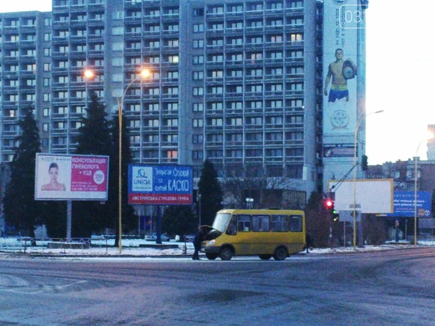 """В Ужгороді аварійна """"маршрутка"""" №12 """"заглохла"""" посеред дороги (ФОТО, ВІДЕО), фото-4"""