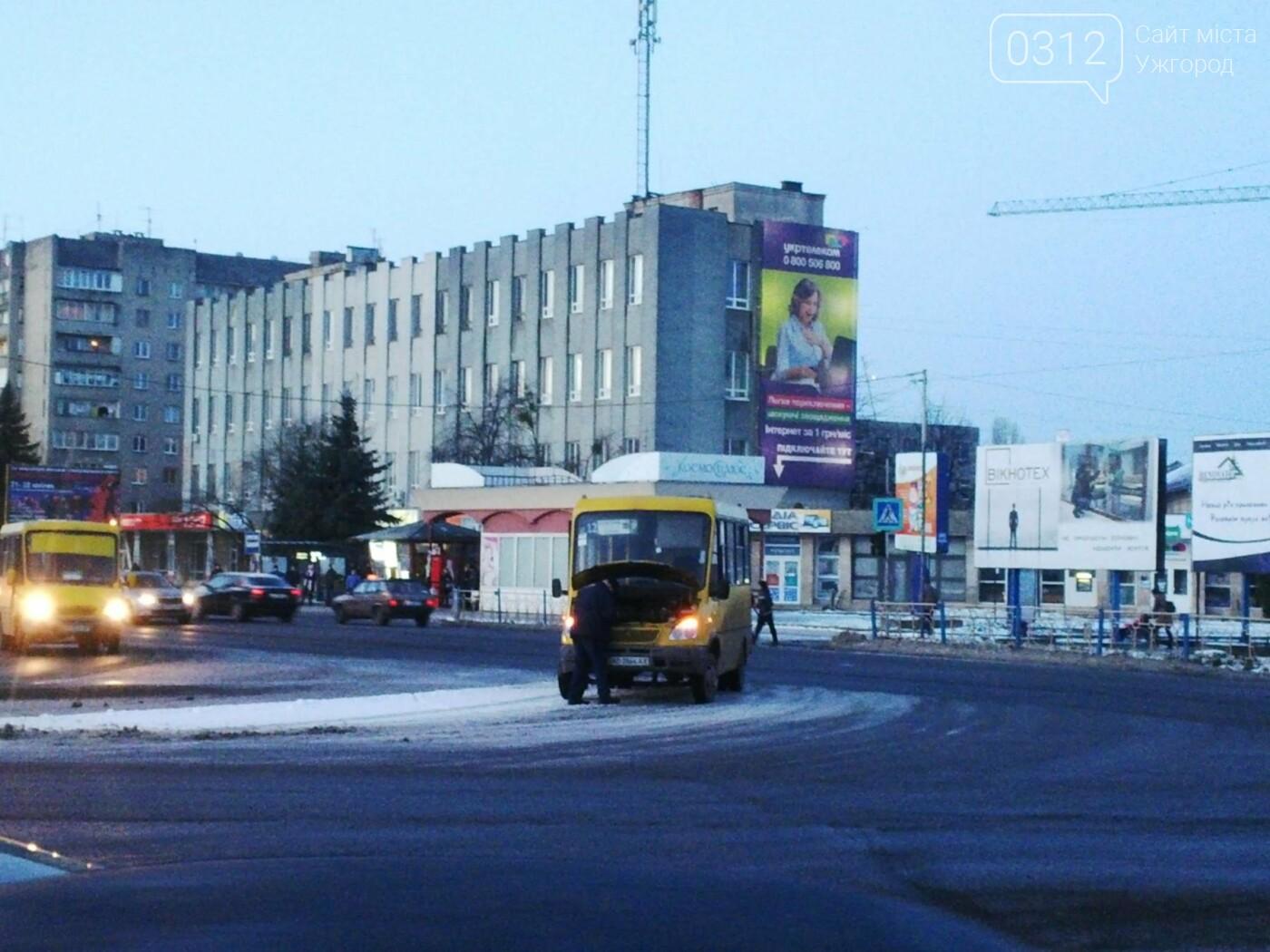 """В Ужгороді аварійна """"маршрутка"""" №12 """"заглохла"""" посеред дороги (ФОТО, ВІДЕО), фото-2"""