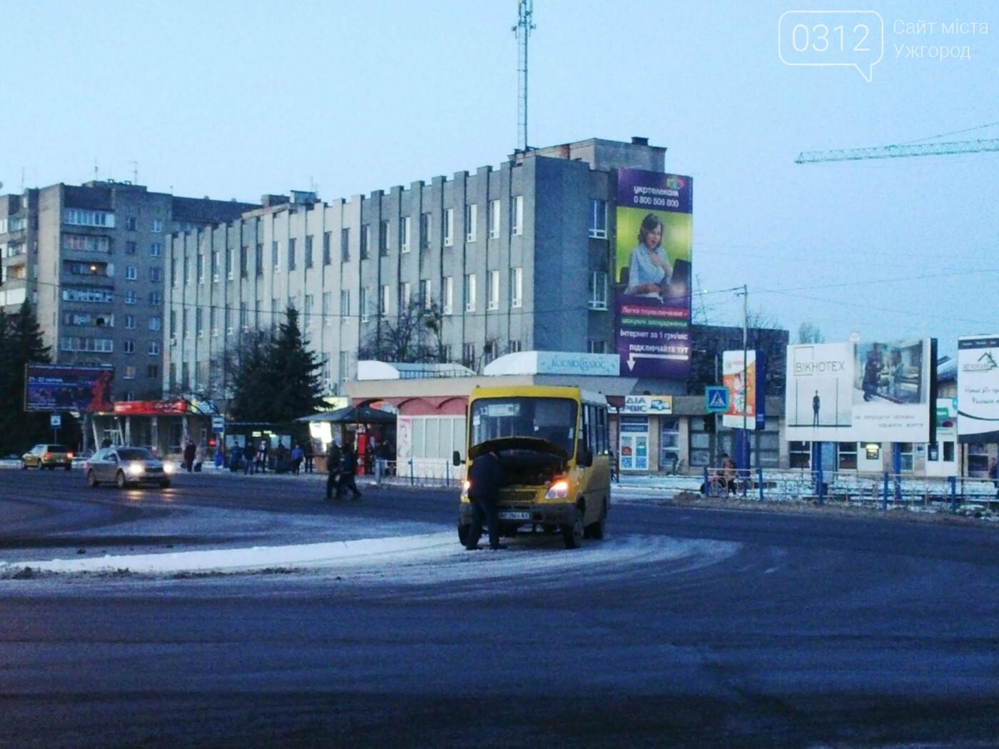 """В Ужгороді аварійна """"маршрутка"""" №12 """"заглохла"""" посеред дороги (ФОТО, ВІДЕО), фото-3"""