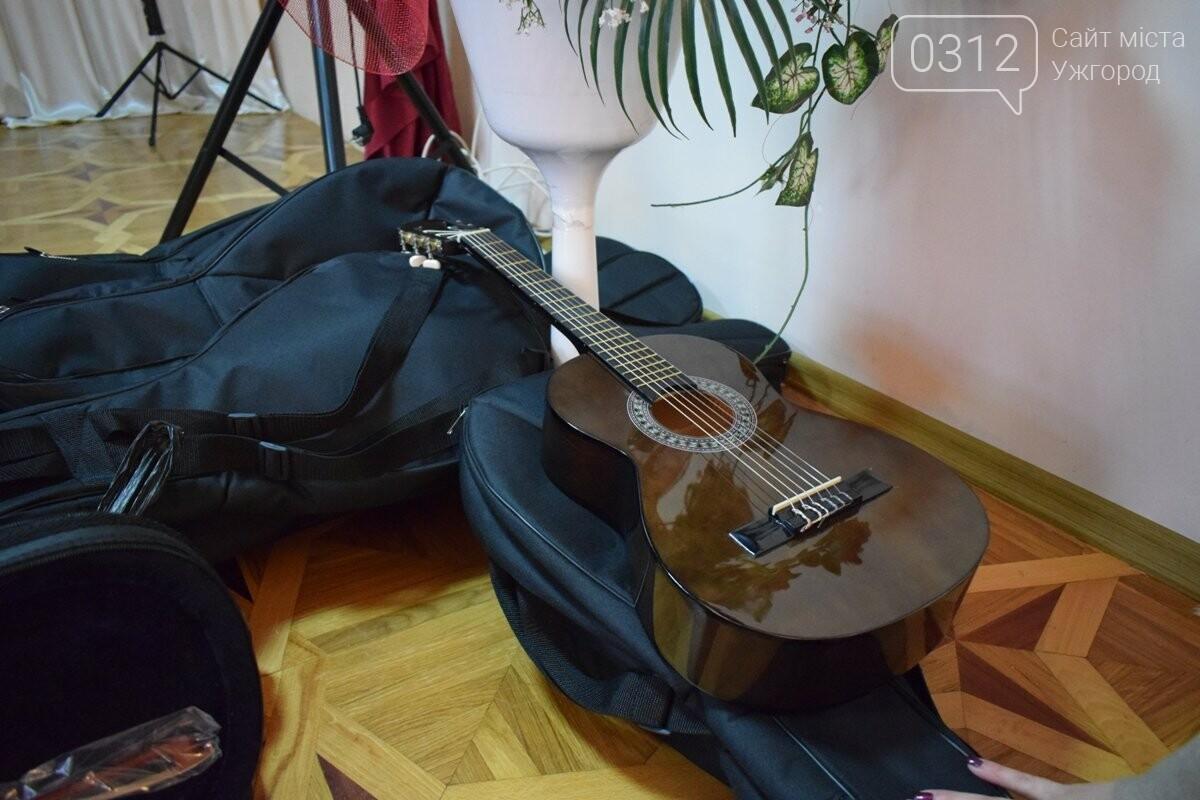 В ужгородську музичну школу імені Чайковського купили нову апаратуру та інструменти за 146 000 гривень (ФОТО), фото-4