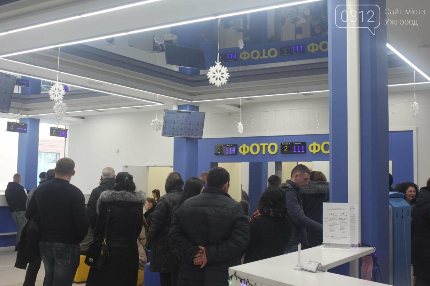 """В Ужгороді """"терміновий"""" закордонний паспорт досі виготовляють за 1,5-2 місяці, звичайний - за 3-4 (РЕПОРТАЖ), фото-4"""