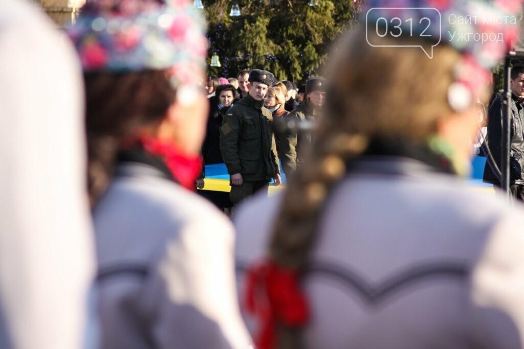 День Соборності в Ужгороді: 100-метровий прапор, урочиста музика та єднання на мості (ФОТОРЕПОРТАЖ, ВІДЕО), фото-3