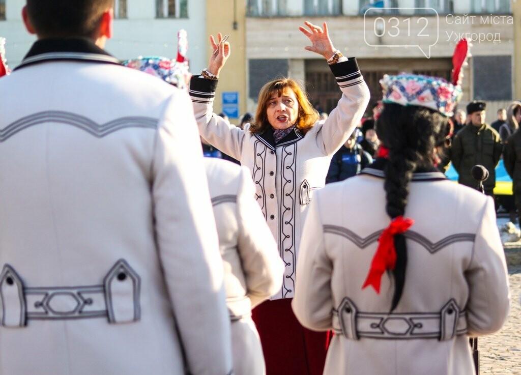 День Соборності в Ужгороді: 100-метровий прапор, урочиста музика та єднання на мості (ФОТОРЕПОРТАЖ, ВІДЕО), фото-6