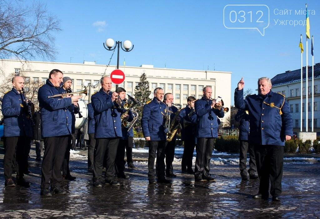 День Соборності в Ужгороді: 100-метровий прапор, урочиста музика та єднання на мості (ФОТОРЕПОРТАЖ, ВІДЕО), фото-8