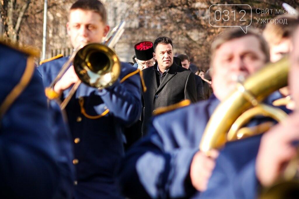 День Соборності в Ужгороді: 100-метровий прапор, урочиста музика та єднання на мості (ФОТОРЕПОРТАЖ, ВІДЕО), фото-12