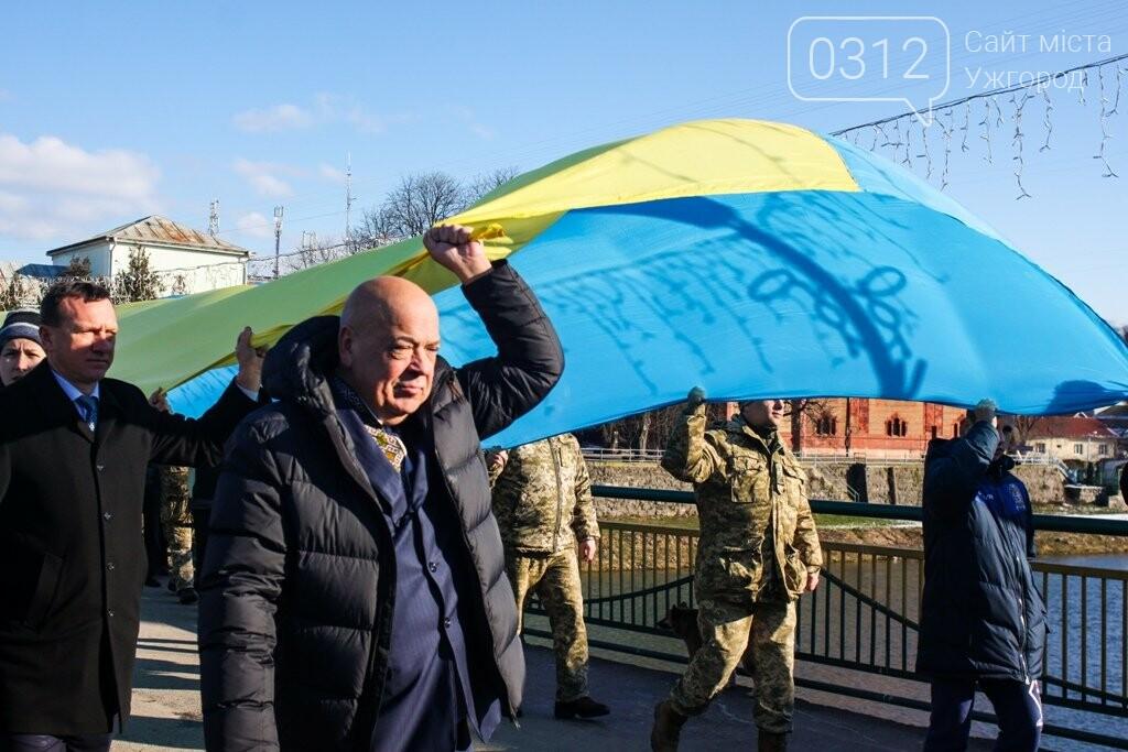 День Соборності в Ужгороді: 100-метровий прапор, урочиста музика та єднання на мості (ФОТОРЕПОРТАЖ, ВІДЕО), фото-19
