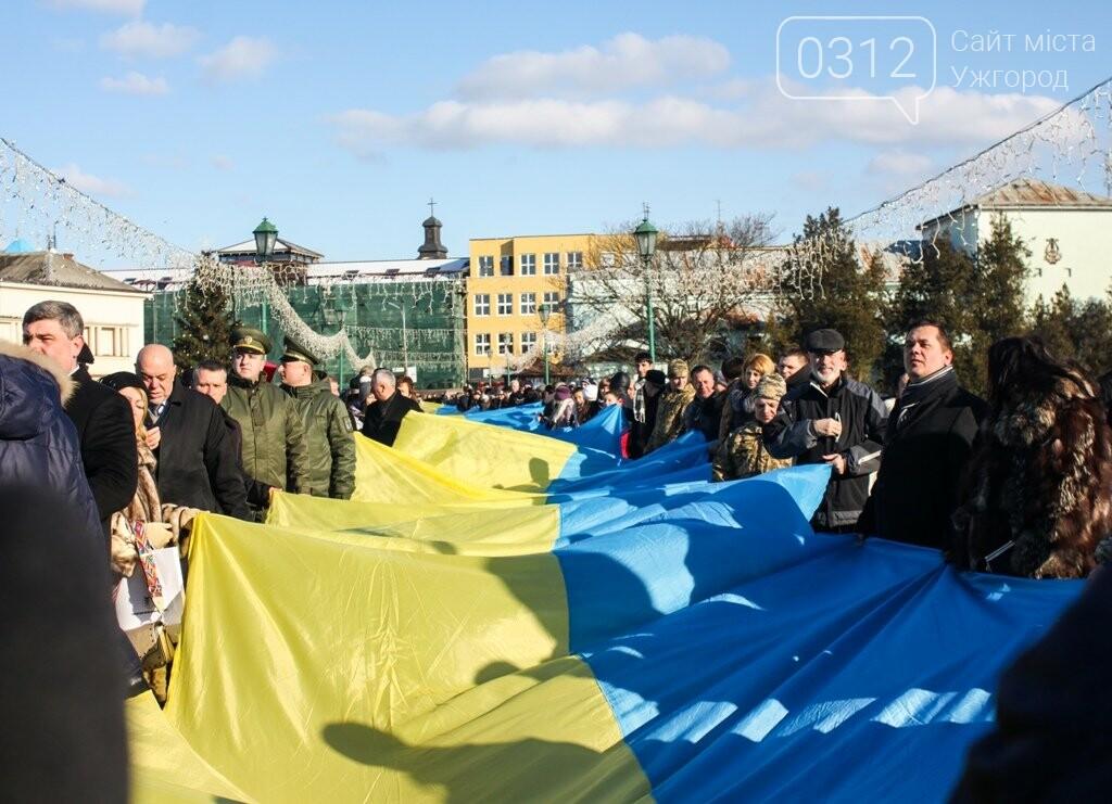 День Соборності в Ужгороді: 100-метровий прапор, урочиста музика та єднання на мості (ФОТОРЕПОРТАЖ, ВІДЕО), фото-22