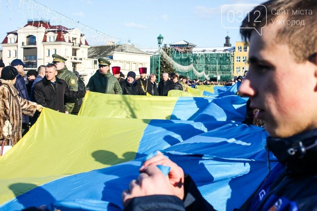 День Соборності в Ужгороді: 100-метровий прапор, урочиста музика та єднання на мості (ФОТОРЕПОРТАЖ, ВІДЕО), фото-23