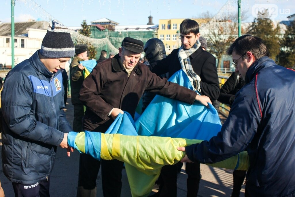 День Соборності в Ужгороді: 100-метровий прапор, урочиста музика та єднання на мості (ФОТОРЕПОРТАЖ, ВІДЕО), фото-25