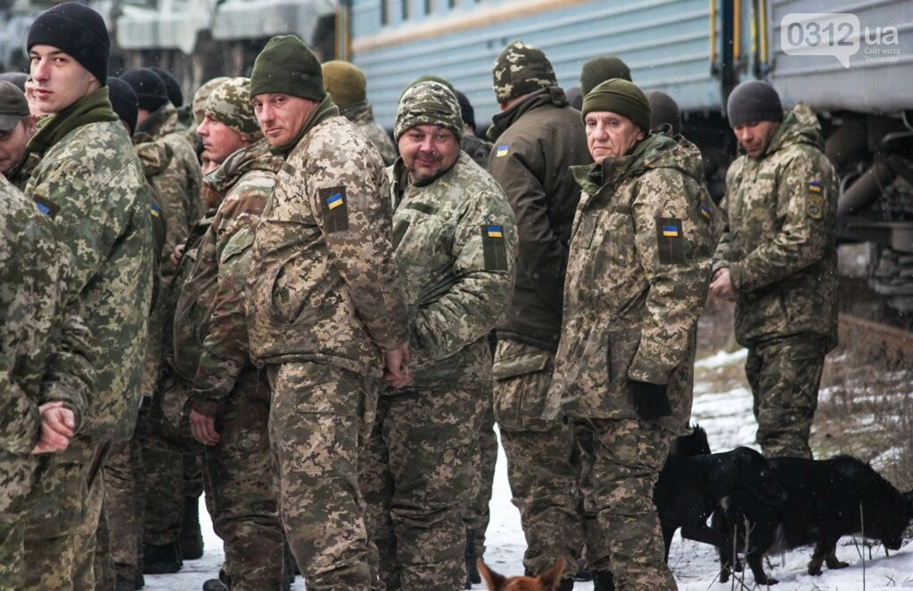 Вони обороняли позиції за 100 метрів від ворога: в Ужгороді зустріли 2-й гірсько-піхотний батальйон 128-ї бригади (ФОТОРЕПОРТАЖ), фото-21
