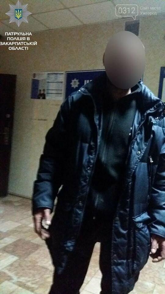 В Ужгород на Гагаріна затримали чоловіка, котрий не знав, звідки в нього «IPhone 4»: фото, фото-1