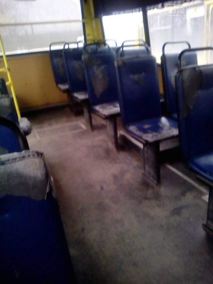 """""""Як для бидла"""": ужгородці оприлюднили шокуючі фотографії з середини салону автобусу №58, фото-3"""