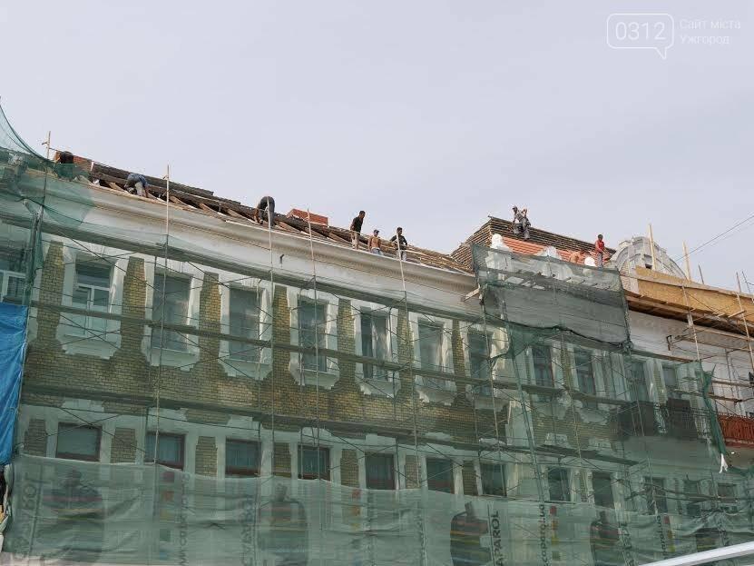 В Ужгороді відреставрований фасад будинку на Петефі не протримався і 1,5 роки: з нього посипалася штукатурка (ФОТО), фото-3