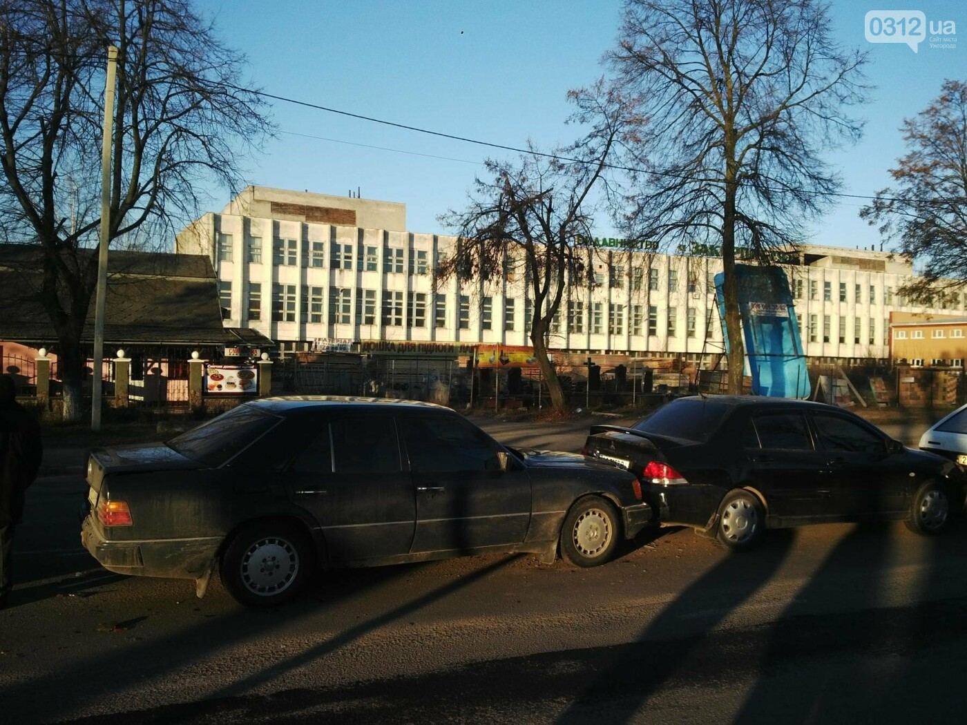 """В Ужгороді на Гагаріна аварія за участі 4-ох авто: зіткнулися """"Ауді"""", """"Мерседес"""", """"Мітсубісі"""" і """"ВАЗ"""" (ФОТО), фото-4"""