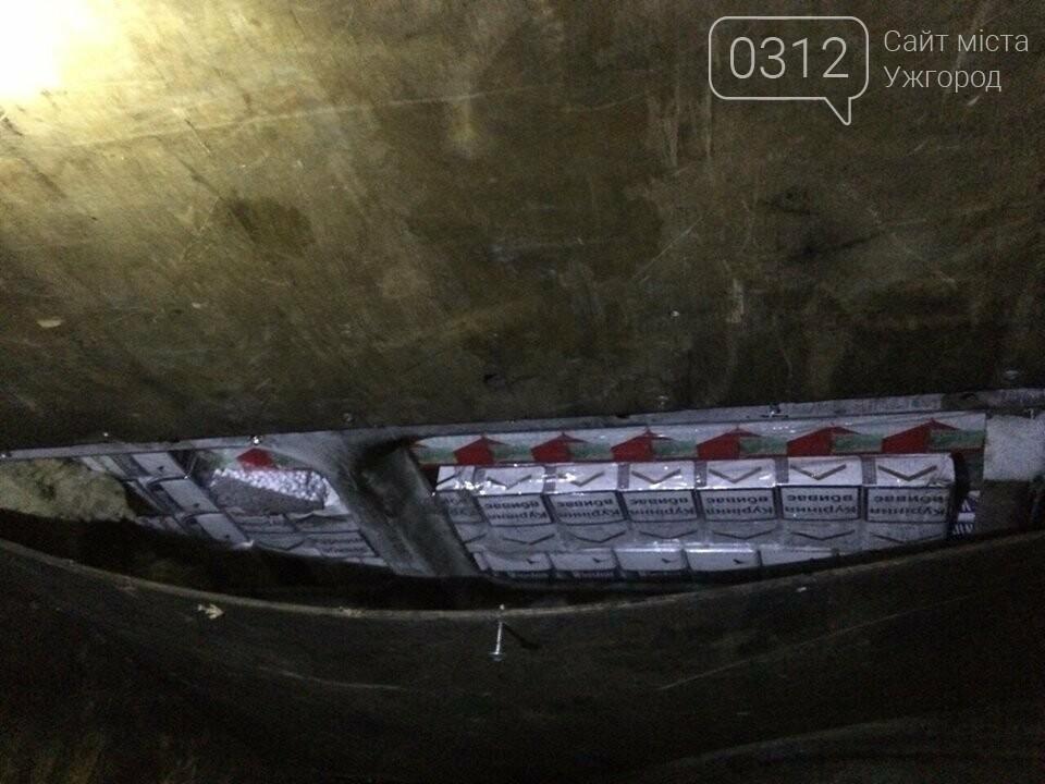 "На КПП ""Тиса"" через 366 пачок цигарок українець залишив митникам ""Мерседес"" за 385 000 гривень (ФОТО), фото-2"