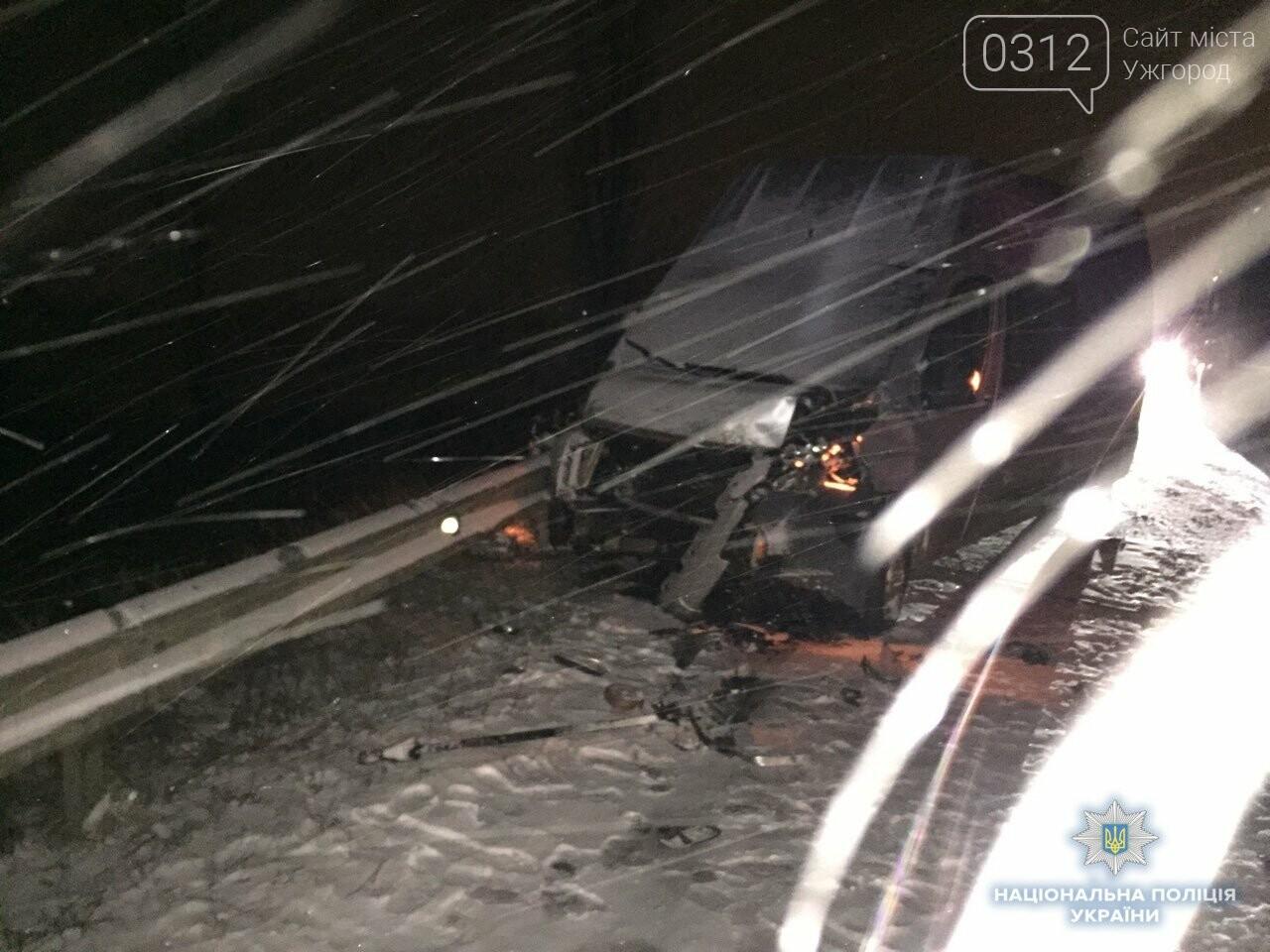 Жахливе ДТП за участі трьох авто поблизу Чопу: на місці загинув 18-ти річний хлопець (ФОТО), фото-1