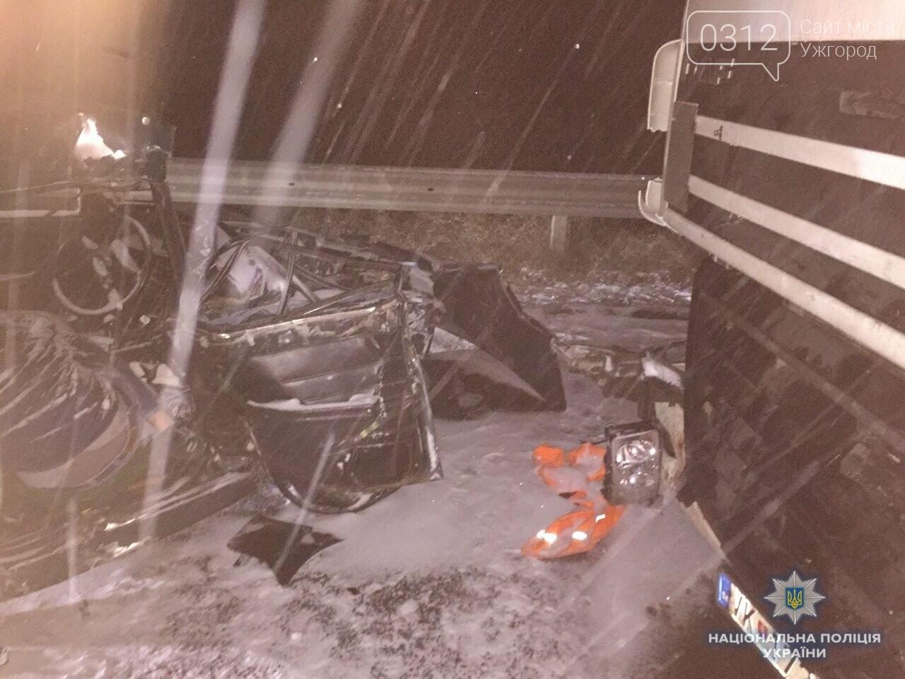 Жахливе ДТП за участі трьох авто поблизу Чопу: на місці загинув 18-ти річний хлопець (ФОТО), фото-2