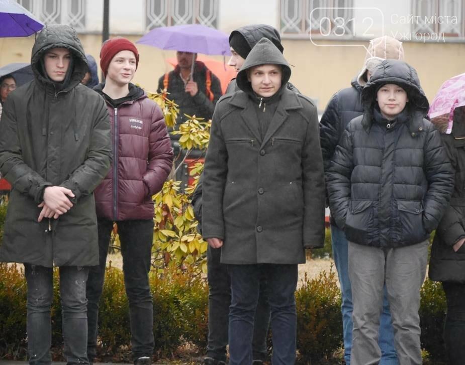 Погода не стала завадою: сьогодні ужгородці вшанували Тараса Шевченка (ФОТО), фото-5