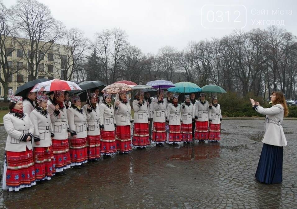 Погода не стала завадою: сьогодні ужгородці вшанували Тараса Шевченка (ФОТО), фото-4