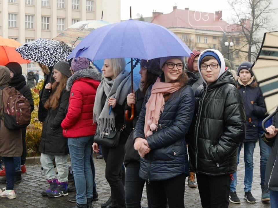 Погода не стала завадою: сьогодні ужгородці вшанували Тараса Шевченка (ФОТО), фото-11