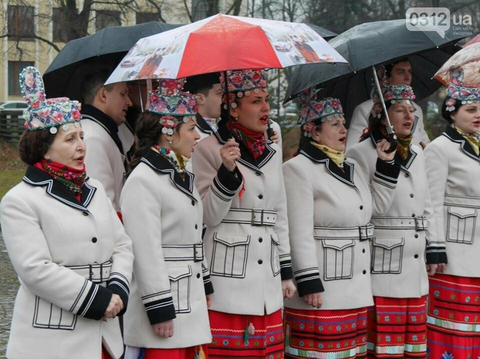 Погода не стала завадою: сьогодні ужгородці вшанували Тараса Шевченка (ФОТО), фото-6