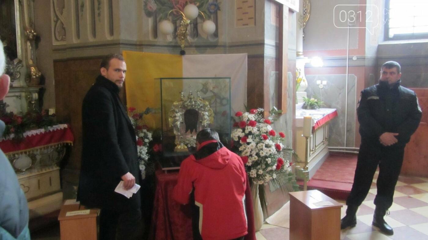 Відбиток обличчя Христа: закарпатці поклоняються іконі Спаса Нерукотворного у Кафедральному соборі Ужгорода (ФОТО, ВІДЕО), фото-6