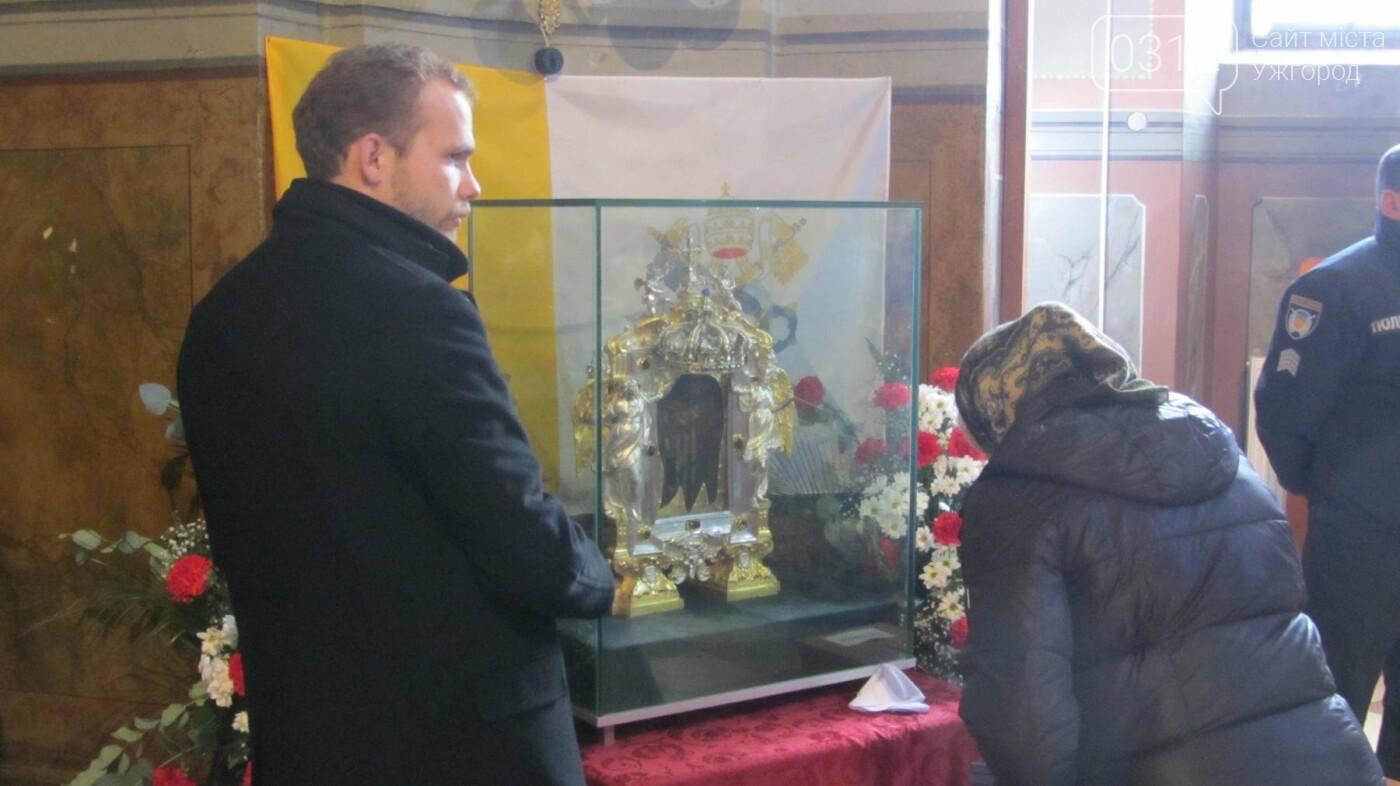 Відбиток обличчя Христа: закарпатці поклоняються іконі Спаса Нерукотворного у Кафедральному соборі Ужгорода (ФОТО, ВІДЕО), фото-2