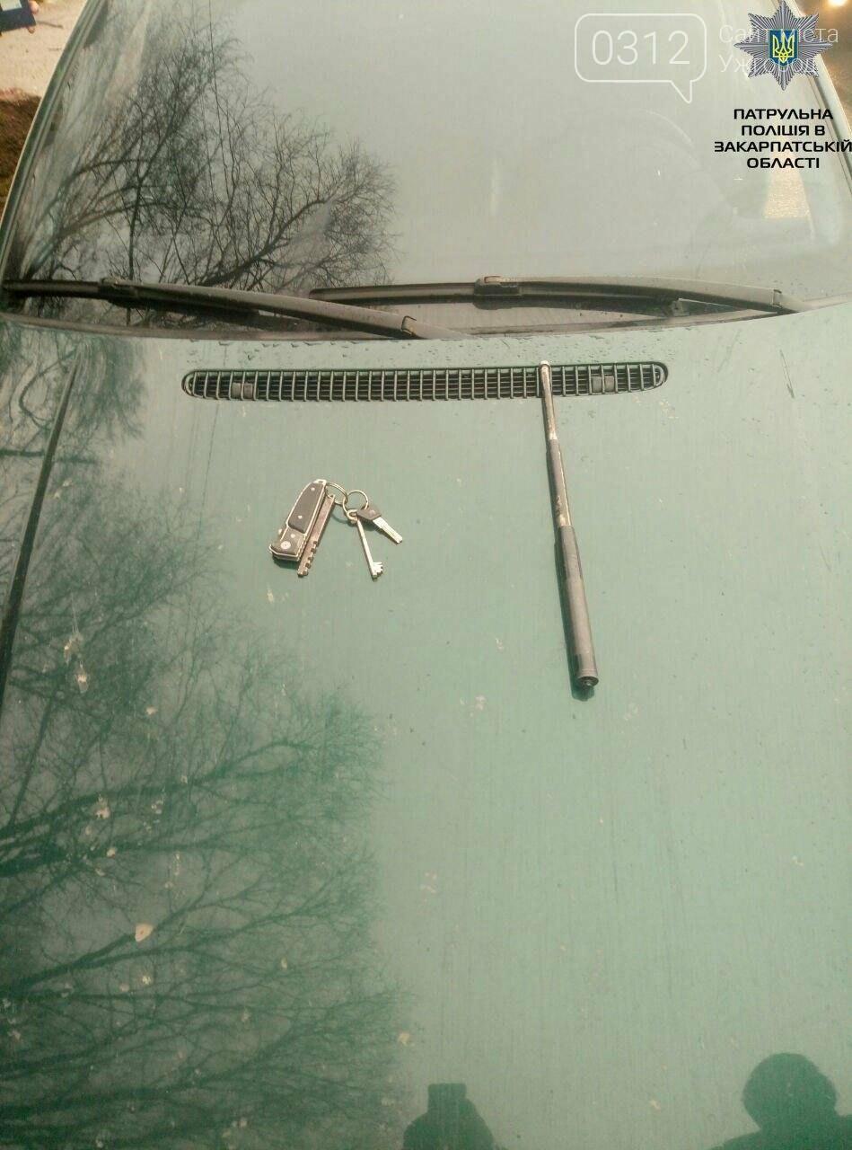 Три ножі, балаклава, кийок і терен: патрульні розповіли офіційні подробиці затримання трьох машин у Нижніх Воротах (ФОТО), фото-3