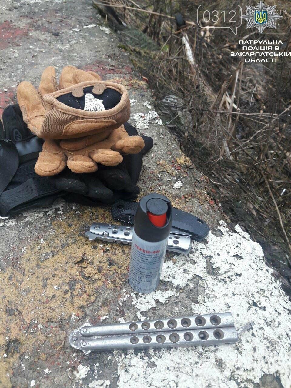 Три ножі, балаклава, кийок і терен: патрульні розповіли офіційні подробиці затримання трьох машин у Нижніх Воротах (ФОТО), фото-7