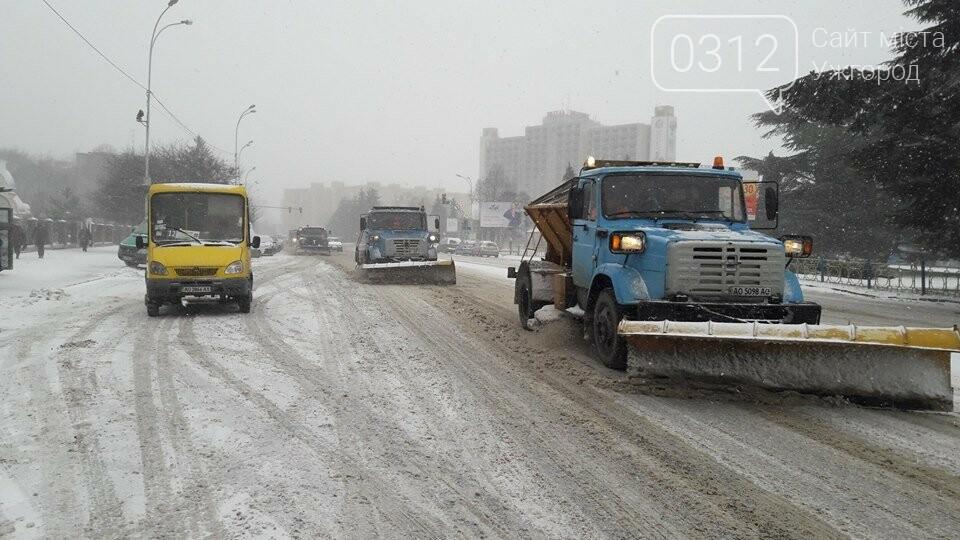 Ужгородські вулиці ще нерозчищені повністю, хоча спецтехніка активно працює (ФОТО), фото-6