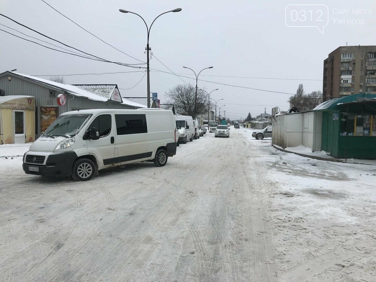 Ужгородські вулиці ще нерозчищені повністю, хоча спецтехніка активно працює (ФОТО), фото-8