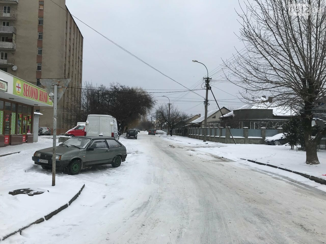 Ужгородські вулиці ще нерозчищені повністю, хоча спецтехніка активно працює (ФОТО), фото-7