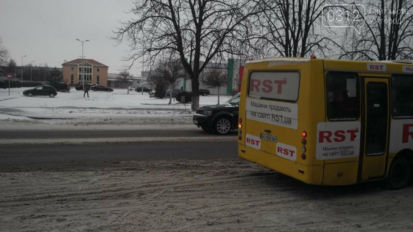 """В Ужгороді """"маршрутки"""" продовжують грубо порушувати графік руху, а водії - правила безпеки перевезення пасажирів (ФОТО, ВІДЕО), фото-3"""