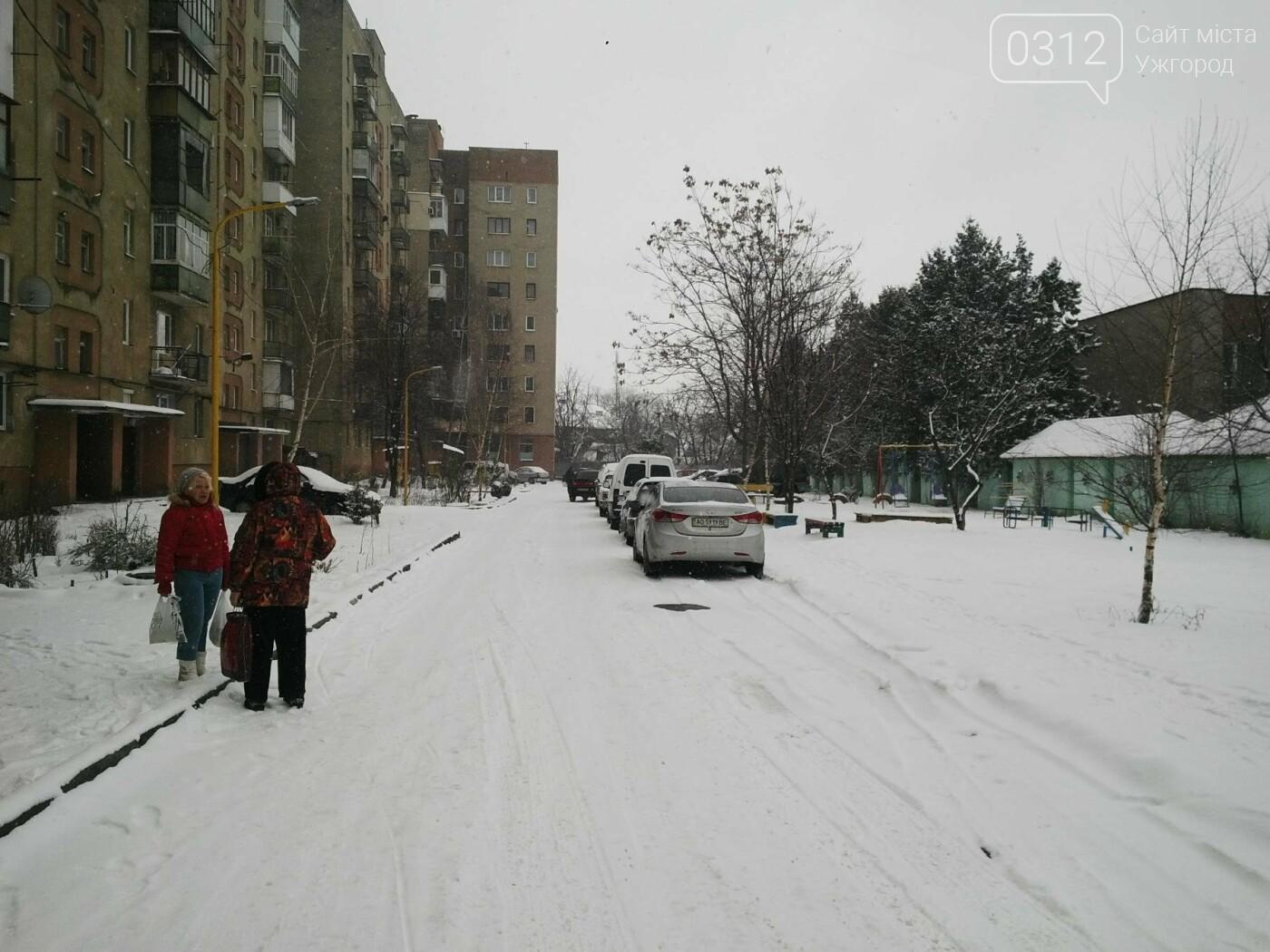 Ужгород - наодинці зі снігом: тротуари не розчищені та непідсипані, у двори не ступала нога комунальника (ФОТОРЕПОРТАЖ), фото-7