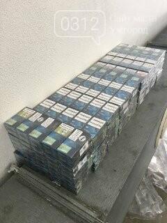 """Контрабанда на КПП """"Ужгород"""": у паливному баці """"Пежо"""" знайшли 320 пачок цигарок (ФОТО) , фото-1"""