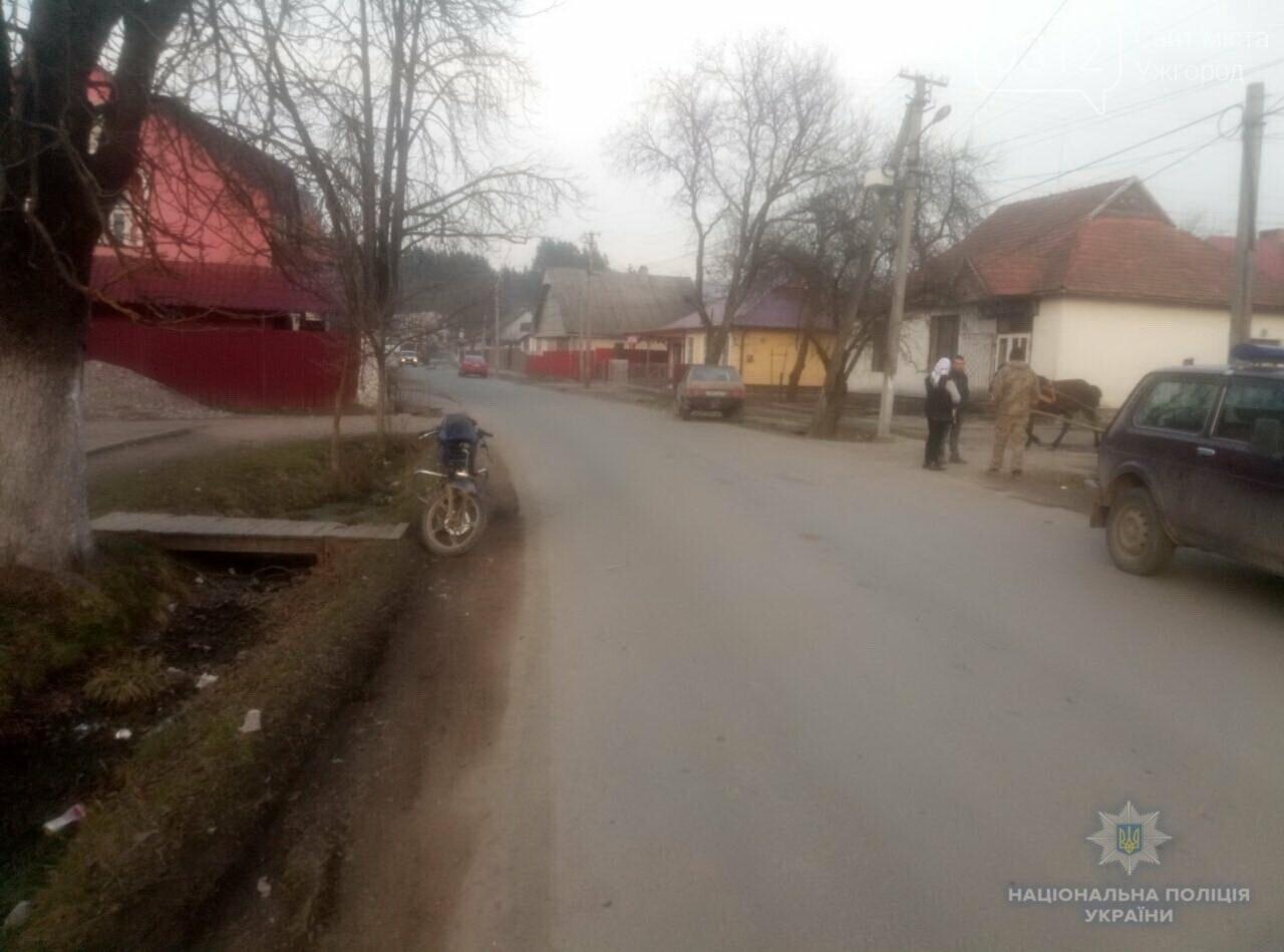 """На Рахівщині п'яний мотоцикліст виїхав на зустрічку і протаранив """"Жигулі"""" (ФОТО), фото-1"""