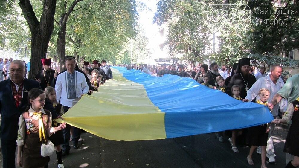 Береги Ужа з'єднали 100-метровим прапором України (ФОТО, ВІДЕО), фото-1