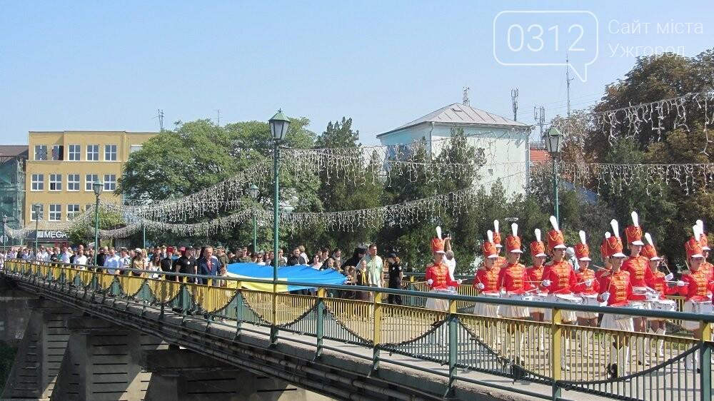 Береги Ужа з'єднали 100-метровим прапором України (ФОТО, ВІДЕО), фото-8
