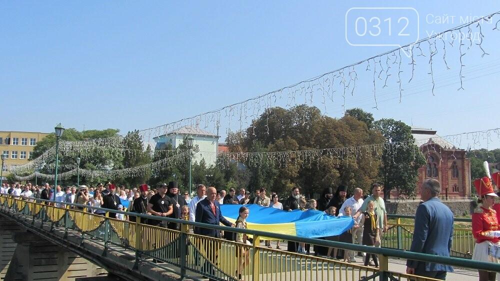 Береги Ужа з'єднали 100-метровим прапором України (ФОТО, ВІДЕО), фото-2