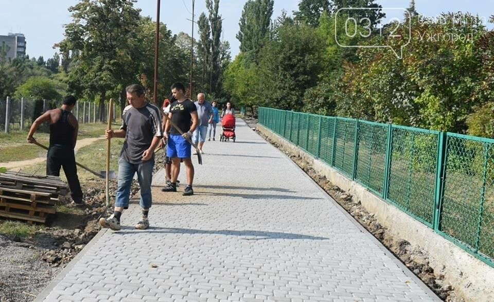 Ужгородська мерія похвалилася ремонтом тротуару біля ЗОШ №15 (ФОТО), фото-3