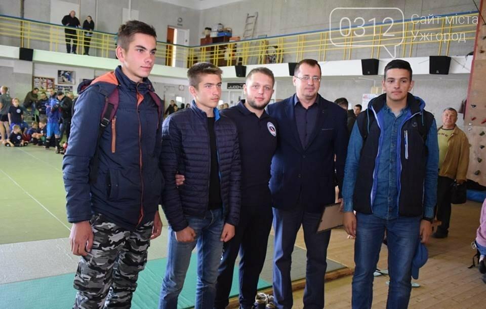 На відкритому чемпіонаті Ужгорода з бойового самбо переможцям вручили медалі та грошові премії (ФОТО), фото-6